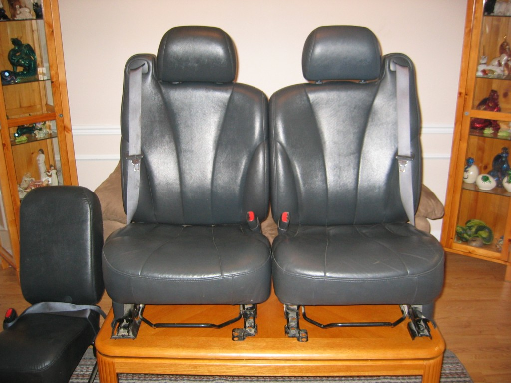 Superb img of These are 2000 Chevy Silverado seats that my dad got from a guy on  with #B5500B color and 1024x768 pixels